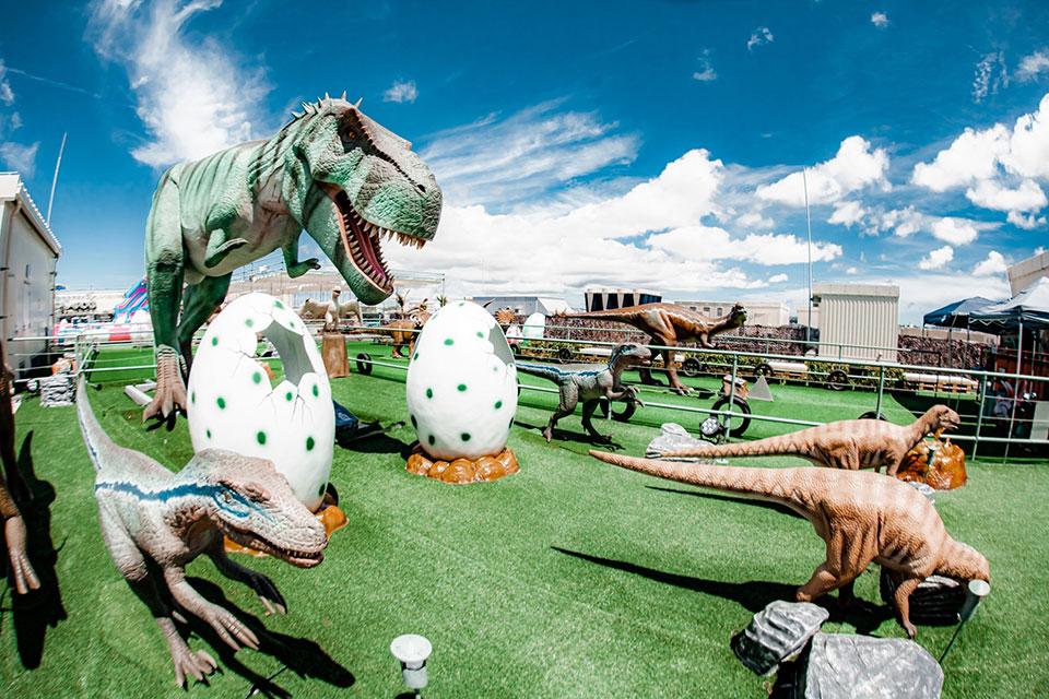 ティラノサウルス001|DINOSAUR BBQ & PARK|ステムリゾート沖縄 恐竜図鑑