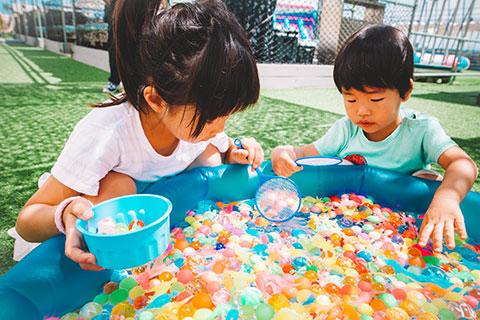 子供たちに大人気の恐竜すくいゲーム|DINOSAUR BBQ & PARK 沖縄 ステムリゾート